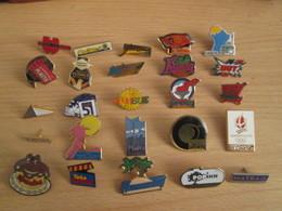 A Prix Cassé !!! LOT18-207 De 25 Pin's En Très Bon état , Tous Différents , Avec Leurs Attaches - Badges
