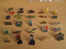 A Prix Cassé !!! LOT18-219 De 25 Pin's En Très Bon état , Tous Différents , Avec Leurs Attaches - Badges