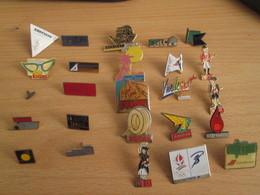 A Prix Cassé !!! LOT18-189 De 25 Pin's En Très Bon état , Tous Différents , Avec Leurs Attaches - Badges