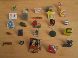 A Prix Cassé !!! LOT18-213 De 25 Pin's En Très Bon état , Tous Différents , Avec Leurs Attaches - Badges