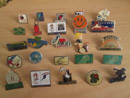 A Prix Cassé !!! LOT18-186 De 25 Pin's En Très Bon état , Tous Différents , Avec Leurs Attaches - Badges