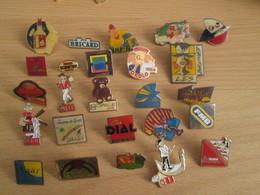 A Prix Cassé !!! LOT18-222 De 25 Pin's En Très Bon état , Tous Différents , Avec Leurs Attaches - Badges