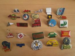 A Prix Cassé !!! LOT18-181 De 25 Pin's En Très Bon état , Tous Différents , Avec Leurs Attaches - Badges