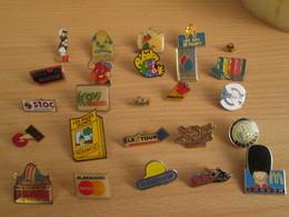 A Prix Cassé !!! LOT18-193 De 25 Pin's En Très Bon état , Tous Différents , Avec Leurs Attaches - Badges