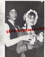 19- BRIVE- UN COUPLE DES PASTOUREAUX DE LA VALLEE DE LA COUZE-RARE PHOTO ORIGINALE OCTOBRE 1984 - Personnes Identifiées