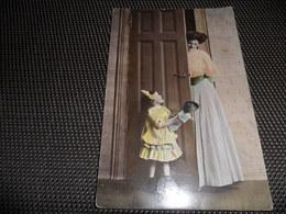 Femme ( 1215 )  Vrouw  Enfant  Fillette Avec Poupée ( Pop ) - Mode