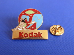 Pin's Kodak - Toutes Les Couleurs Du Monde - Les 5 Continents - Charlie Afrique - éléphant Savane (YE3) - Photography