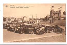Belgique - Ostende - Oostende - Les Autos Attendent La Sortie Des Courses. - Oostende