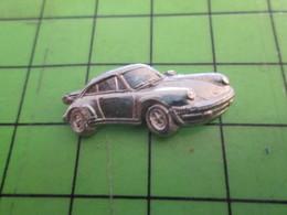 210c Pin's Pins / Beau Et Rare / THEME AUTOMOBILES : EN METAL BLANC PORSCHE 911 EN RELIEF - Porsche