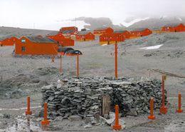 1 AK Antarctica * Swedish Stone Hut (1903) + Base Esperanza (Argentinien) An Der Hope Bay Der Antarktischen Halbinsel - Postcards