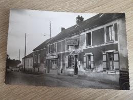 CARTE POSTALE VER SUR LAUNETTE (OISE) PLACE ET CAFE MARTIN - Autres Communes