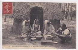 NOUVELLE CALEDONIE Repos Des Loyaltiens Dans Le Village Canaque ,Exposition Coloniale - Nouvelle Calédonie