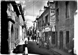 Carte Postale Ancienne De CONCARNEAU-dans La Ville Close, La Rue Principale - Concarneau