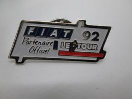PIN'S    FIAT  TOUR DE FRANCE CYCLISTE  92 - Fiat