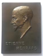 Médaille Bronze. Etienne Henrard. J. Berchmans. Au Docteur Etienne Henrard 1940.  55 X 75 Mm. Traces De Colle Au Verso - Professionnels / De Société