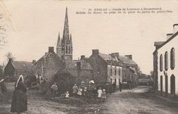 29-KERLAZ--ENTREE DU BOURG--VOIR SCANNER - France