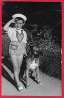 FILLE CHIEN GIRL DOG BOXER ???????????? - Persone Anonimi
