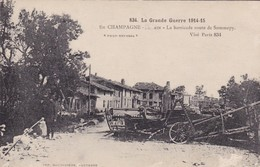 LA GRANDE GUERRE 1914 -15,,,,EN CHAMPAGNE   SOUAIN,,,,LES BARRICADES  Route De  SOMMEPY,,,,,CARTE MUETTE,,, - Guerre 1914-18