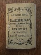 Alphabets Variés (abécédaire) N°149 - Alexandre - Lajeunesse à Paris - Dessinateur En Broderies - Format 7.8 Cm X 5.2 Cm - Habits & Linge D'époque