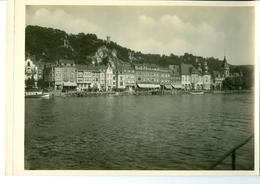Dinant Le Quai De Meuse  Impression Brillante Sur Carton Vernis Vers 1930 24,4 X 17,5 Cm - Reproductions