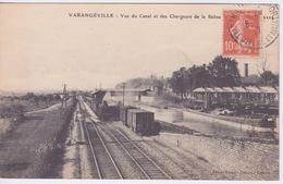 54 - VARANGÉVILLE  - LA GARE  -  VUE DU CANAL ET DES CHARGEURS DE LA SALINE - TRAIN DE PASSAGE - Stations With Trains