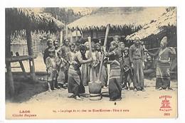 LAOS  -  Le Pilage Du Riz Chez Les Khas-Kouénes - Pilon à Main  -  L 1 - Laos