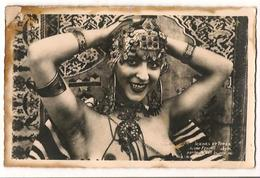 Jeunes Femme Kabyle Parée De Ses Bijoux - Seins Nus - Beauté Féminine D'autrefois (1941-1960)