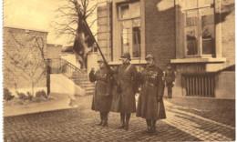 ETTERBEEK   Chaussée ST Pierre L' école Et Le Monument Aux Morts De La Commune 1914-1918. - Etterbeek