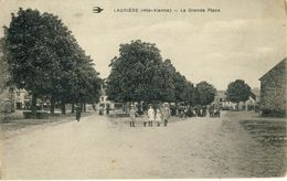 LAURIERE (Hte-Vienne) -- LA  GRANDE  PLACE - Lauriere