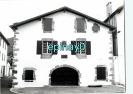 64 - AINHOA - Labourg Herriko Etchea = Mairie - PHOTOGRAPHE ROBERT PETIT - ATLAS-PHOTO - Lieux
