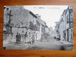 Peu Courante - EBREUIL - La Rue Des Moulins - Belle Animation - Autres Communes