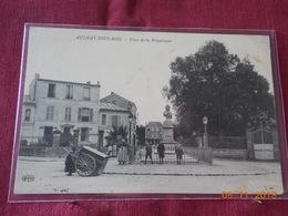 CPA - Aulnay-sous-Bois - Place De La République - Aulnay Sous Bois