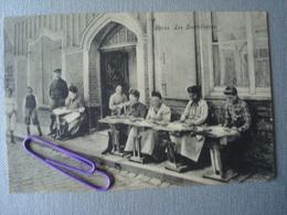 IEPER : Les Dentellières  En  1909 - Ieper