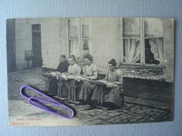 IEPER : Dentellières  En  1909 - Ieper