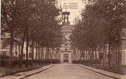 Cpa De Vierzon....ecole Nationale   Cour  D Honneur - Vierzon