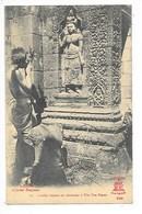 LAOS -  Laotien Faisant Ses Dévotions à Wat Pou Bassac   -   L 1 - Laos
