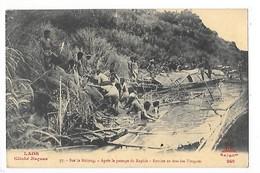 LAOS -  Sur Le Mékong - Après Le Passage Du Rapide - Remise En état Des Pirogues   -   L 1 - Laos