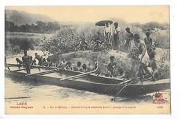 LAOS -  Sur Le Mékong - Grande Pirogue Désarmée Pour Le Passage D'un Rapide   -   L 1 - Laos