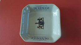 CENDRIER  CHAMPAGNE DE VENOGE DEPUIS 1837  *****   A  SAISIR ***** - Ashtrays