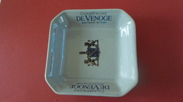 CENDRIER  CHAMPAGNE DE VENOGE DEPUIS 1837  *****   A  SAISIR ***** - Asbakken