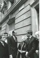 3 PHOTOS - L'HOMMAGE DE J.P. BELMONDO A SON PERE - PARTICIPAIT EGALEMENT Mr. JACQUES CHIRAC - - Berühmtheiten