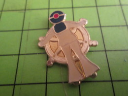 710d Pin's Pins / Beau Et Rare / THEME BATEAUX : MARINE DE LA MARINE NATIONALE A LA BARRE Comme Giscard - Bateaux