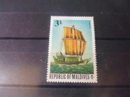 MALDIVES YVERT N°351* - Maldives (1965-...)