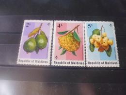 MALDIVES YVERT N°525.527** - Maldives (1965-...)
