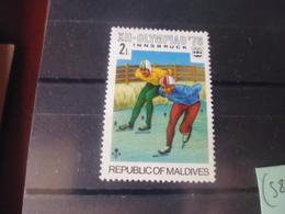 MALDIVES YVERT N°585 - Maldives (1965-...)