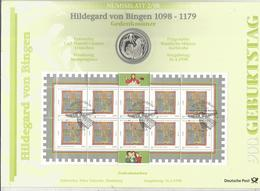 Monnaie, Allemagne, Commémorative, 10 Deutsche Mark + Bloc De 10 Timbres, Hildegard Von Bingen , 1998, 2 Scans - [10] Commémoratives