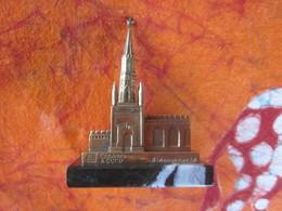 SOUVENIR RUSSIE KREMLIN MOSCOU TOUR DE NIKOLSKY METAL ET MARBRE - Art Populaire