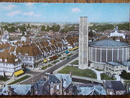 76 - YVETOT - L' Eglise Saint-Pierre Et Le Mail - Vue Aérienne. (CPSM) - Yvetot
