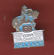 54686-Pin's.ORLEANS Jeanne D' Arc - Corps Diplomatique Signé Transatlas . - Celebrities