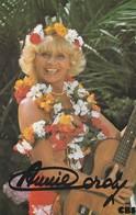 Annie Cordy Photo Dédicacée Format Carte Postale - Cantanti E Musicisti